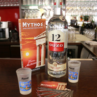 Ouzo an der Bar